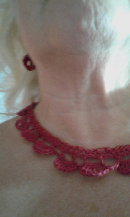 red-crochet-necklace-made-on-170916